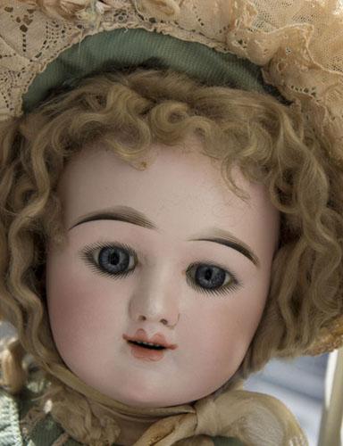 Улыбающаяся кукла Eden bebe