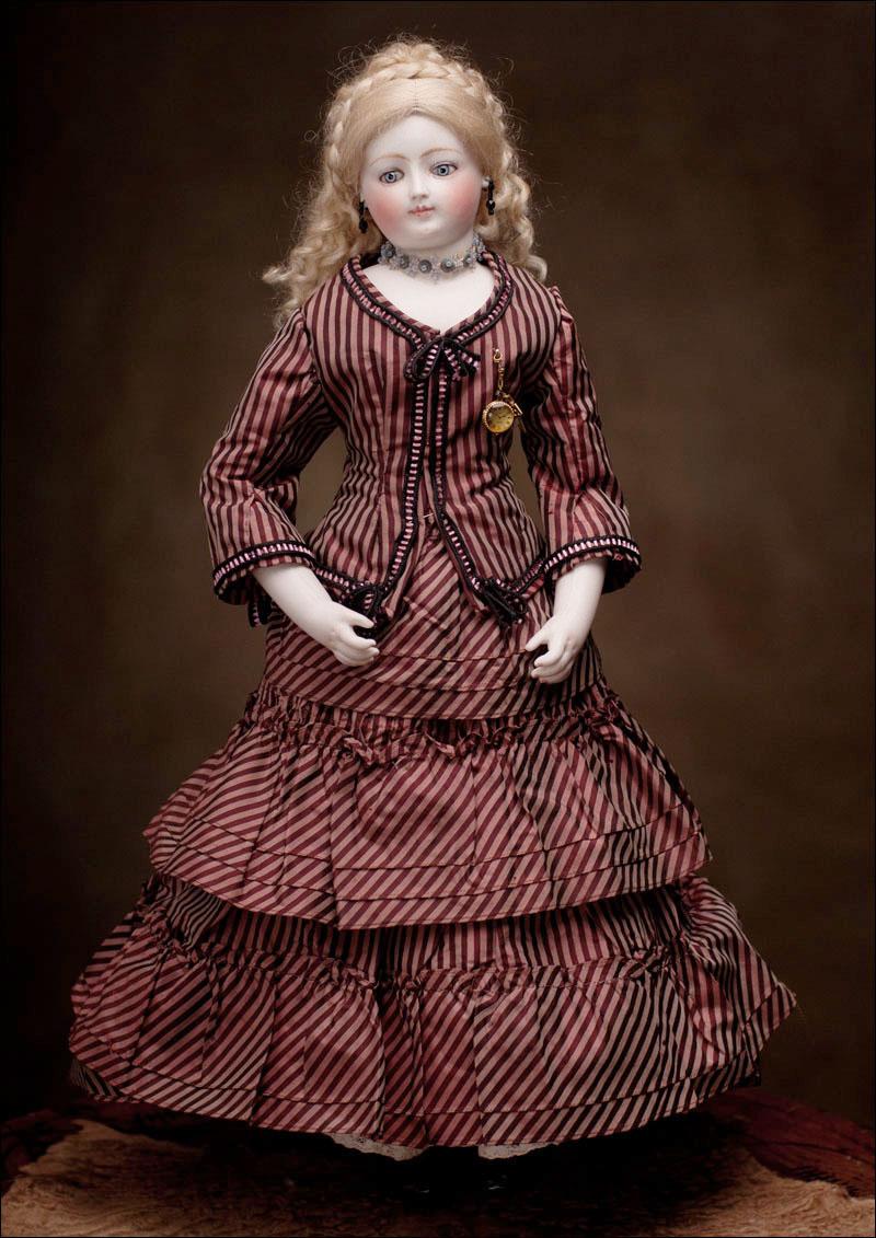 Очень редкая модная кукла с деревянным артикулирущим телом фирмы Луис Долеа: Париж, 1880 год.