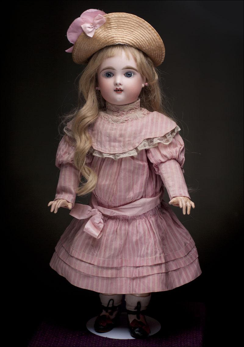 Французская кукла Eden Bebe в оригинальном платье
