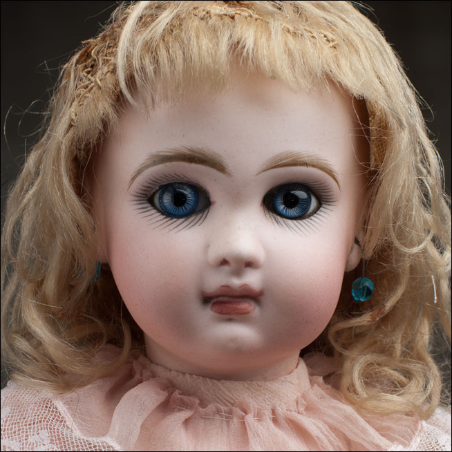 JUMEAU doll with CLOSED mouth