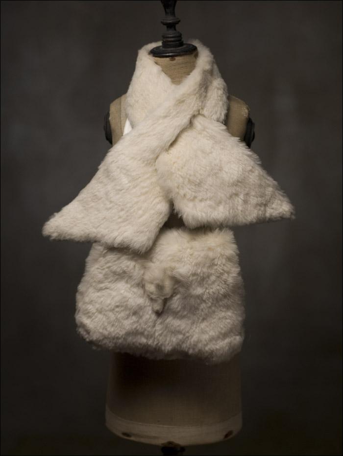 Меховая муфта и воротник в оригинальной коробке для большой куклы.