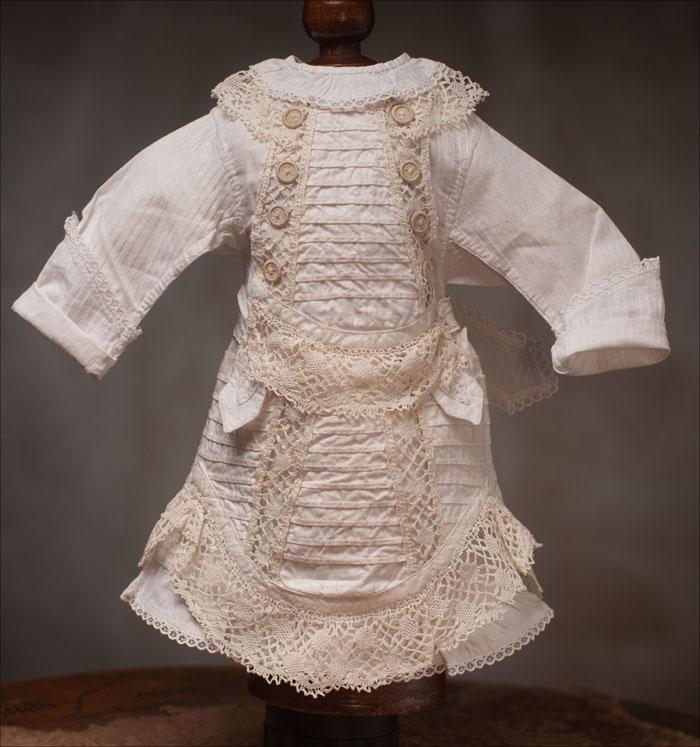 Старинное белое платье для  куклы