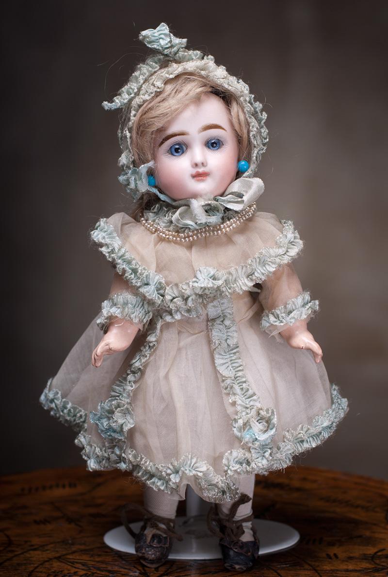 Французская маленькая куколка кабинетного размера фирмы  Rabery & Delphieu, высота 27 см, 1880-е годы.