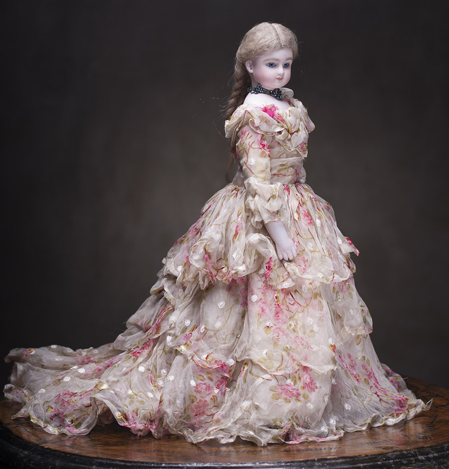 Платье для модной куклы