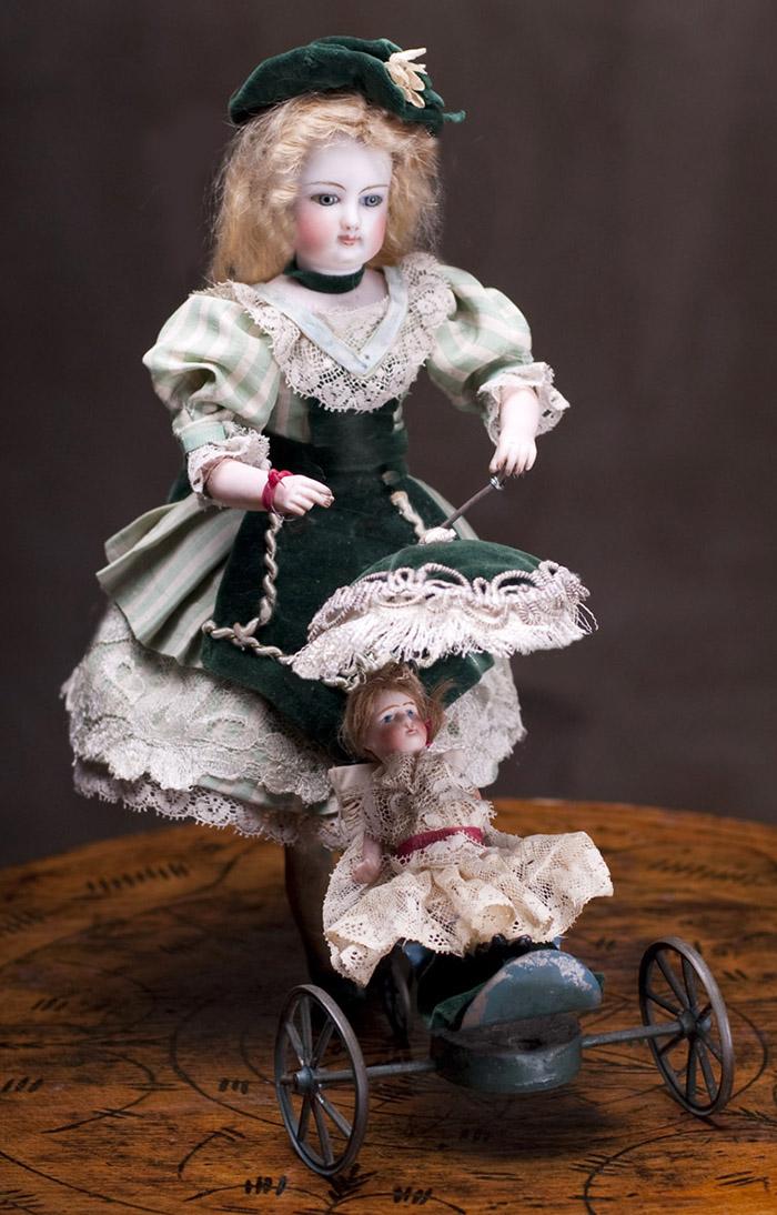 Автомат фирмы VICHY с  модной куклой GAULTIER и миньонеткой