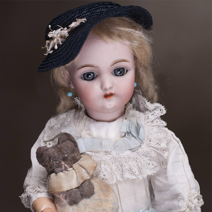 Early S&H DEP 1079 doll