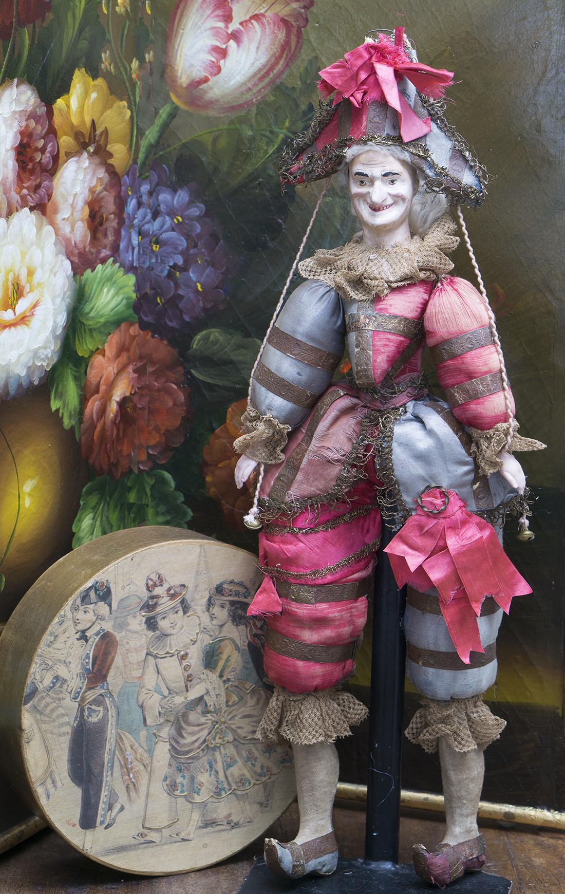 44 cм Французская кукла Полишинель в оригинальном костюме, в коробке