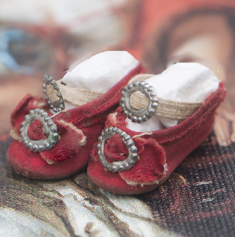 Small Red Silk Shoes