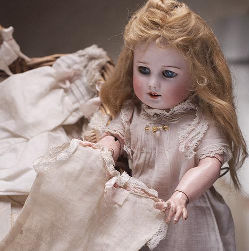 SFBJ Bleuette doll w/original basket