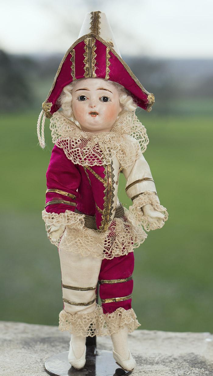 Кукла-полишинель в оригинальной одежде