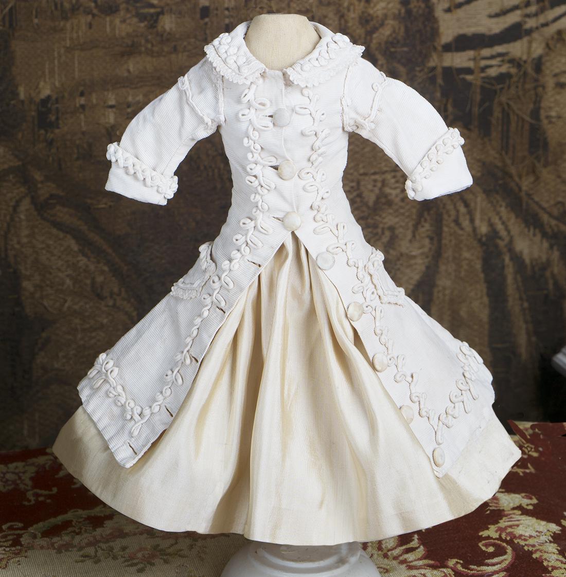 Antique enfantine costume
