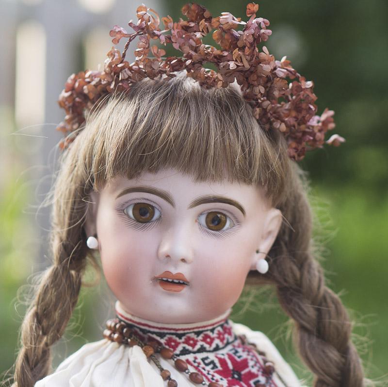 Кукла Жюмо в русском костюме