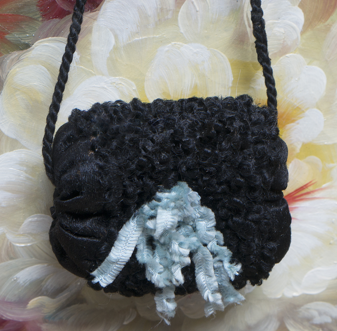 Antiquw Black muff