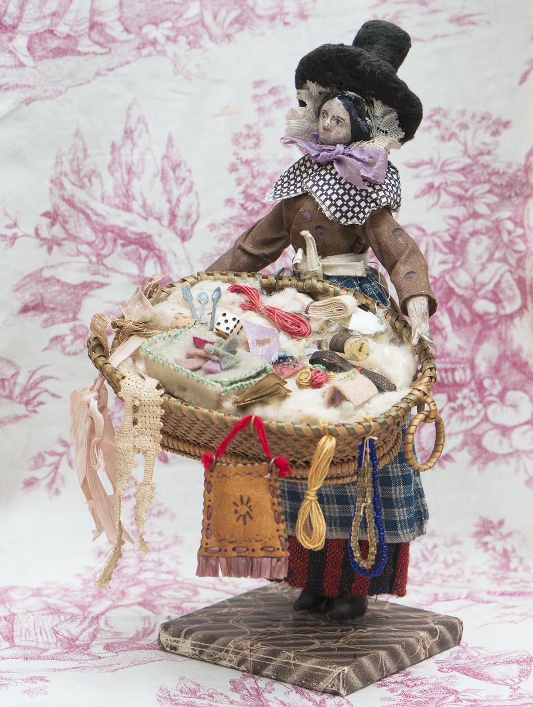24см Деревянная Кукла Grodnertal в костюме  разносчицы товаров, 1835 год