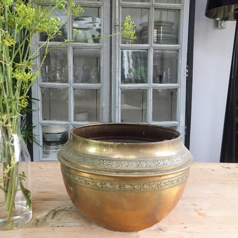 Старинный латунный горшок для цветов - модель 3