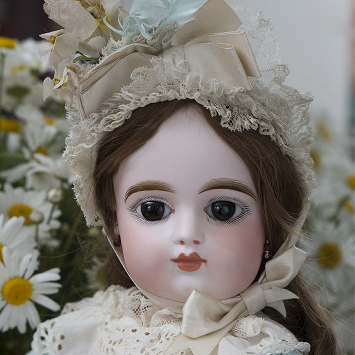 Closed mouth FG bebe doll
