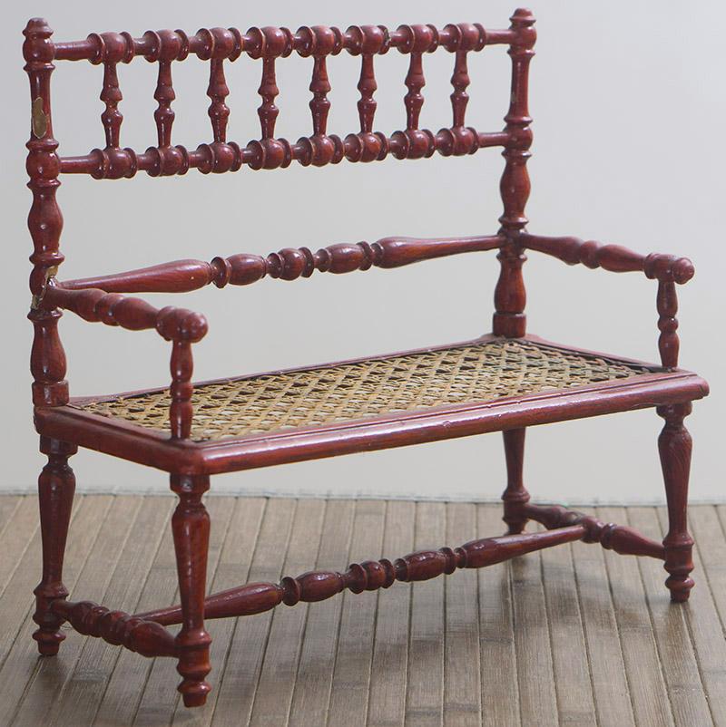 Старинная скамейка для куклы