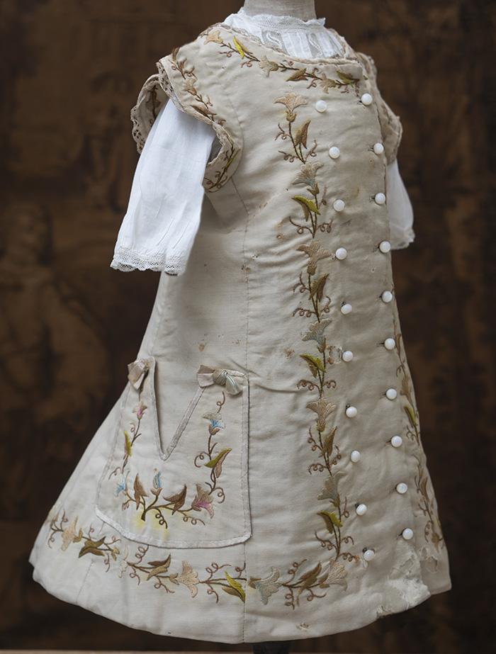 Старинное платье для большой куклы
