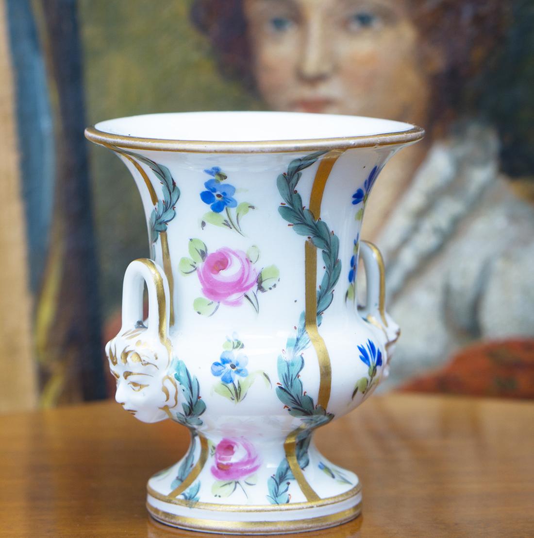Старинная кукольная вазочка