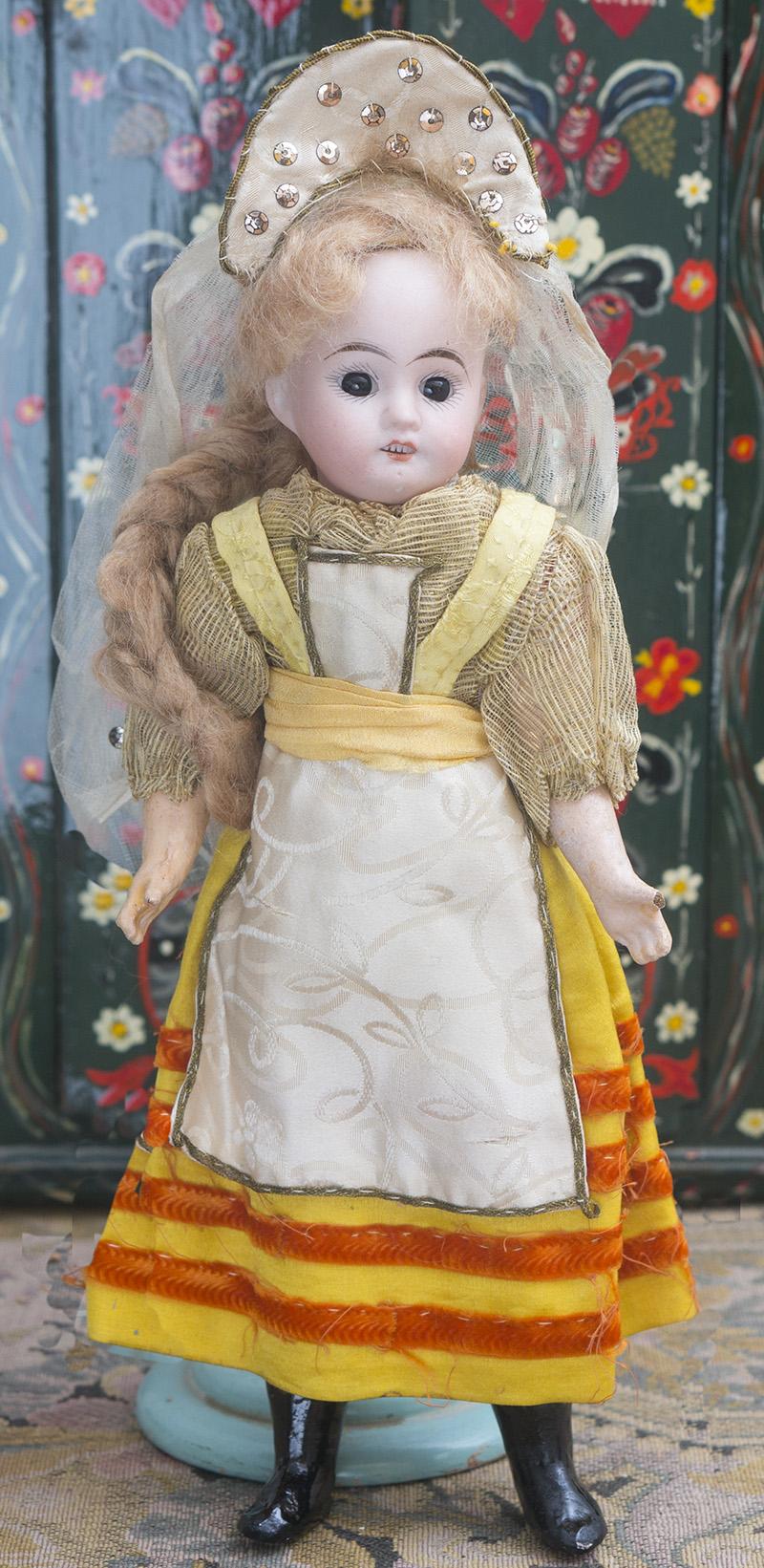 Куклка в оригинальном русском костюме