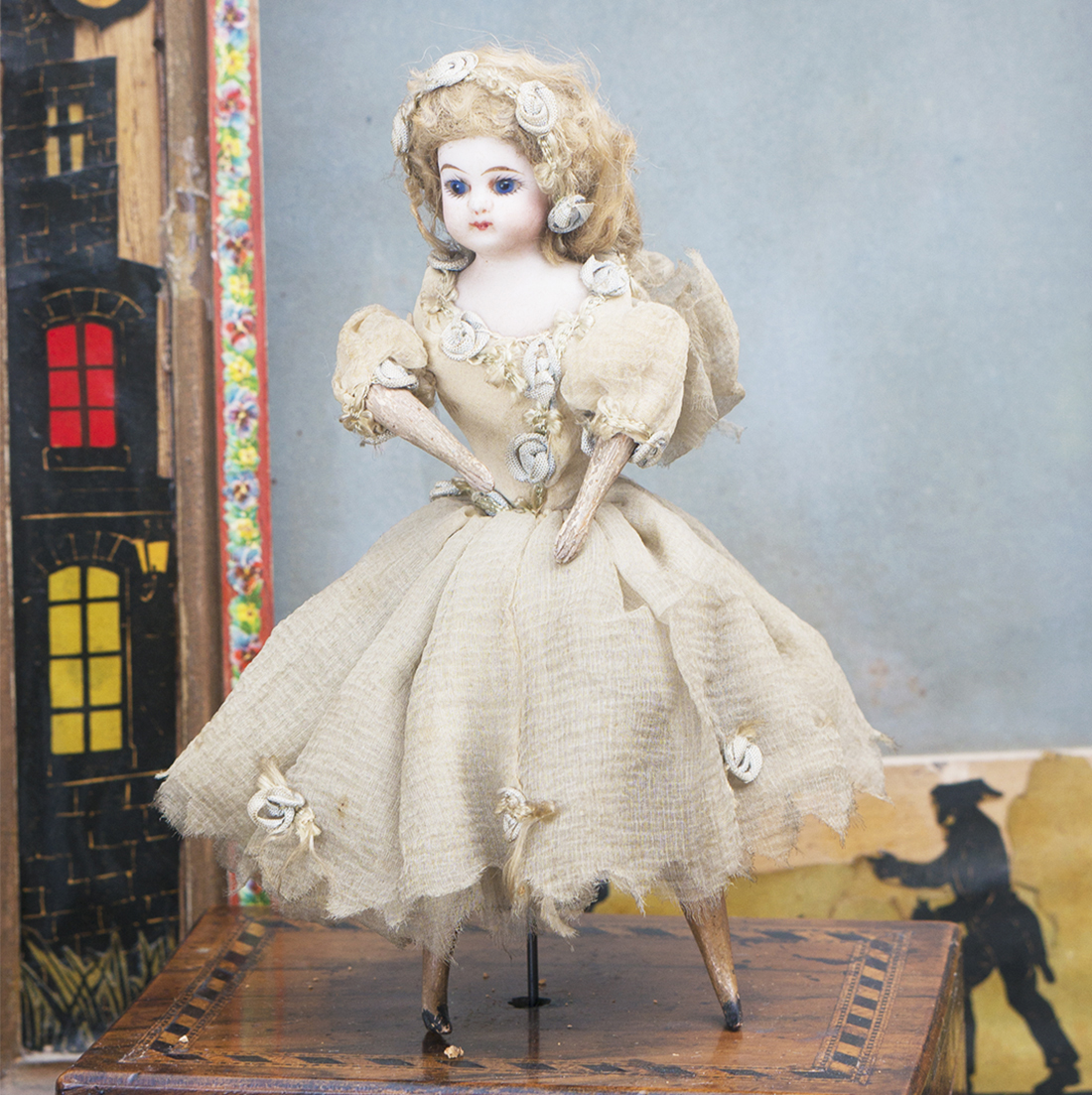 MECHANICAL DANCING DOLL