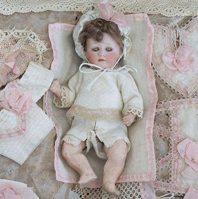 Heubach doll w/trousseau, french market