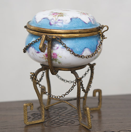 Porcelain box for fashion doll