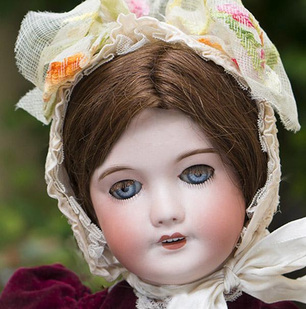 Unis France doll