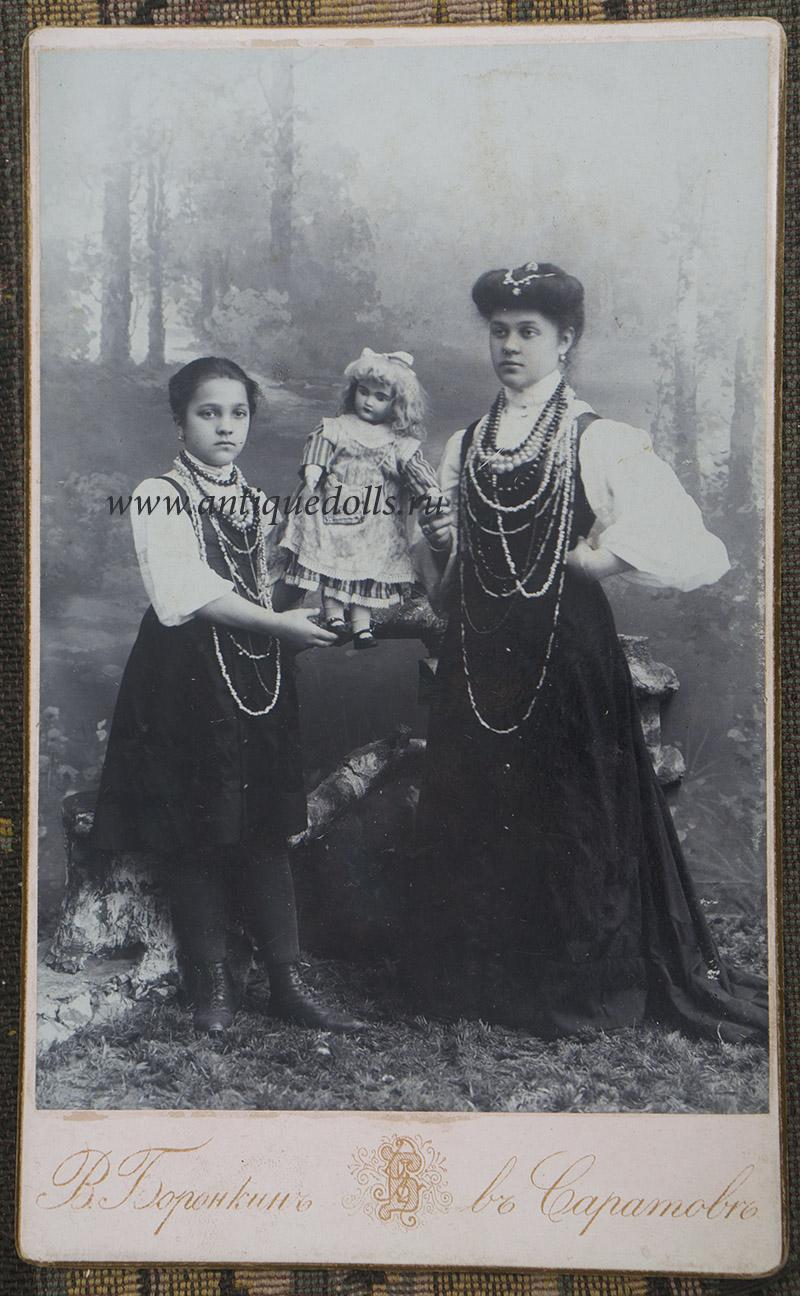 Русская фотография девочек с куклой Jumeau, 1906 год, Саратов