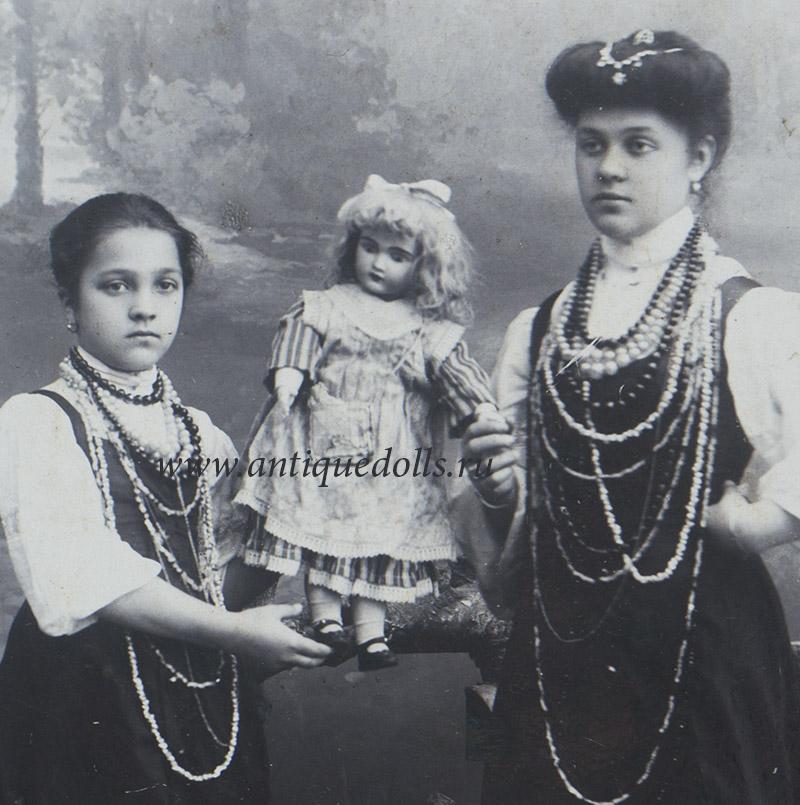 Русская фотография с куклой