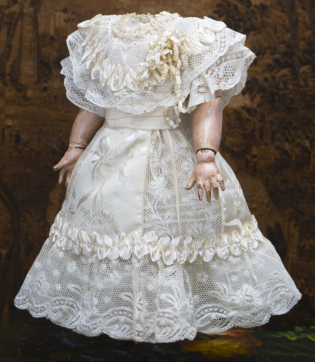 Оригинальное французское шелковое платье для куклы