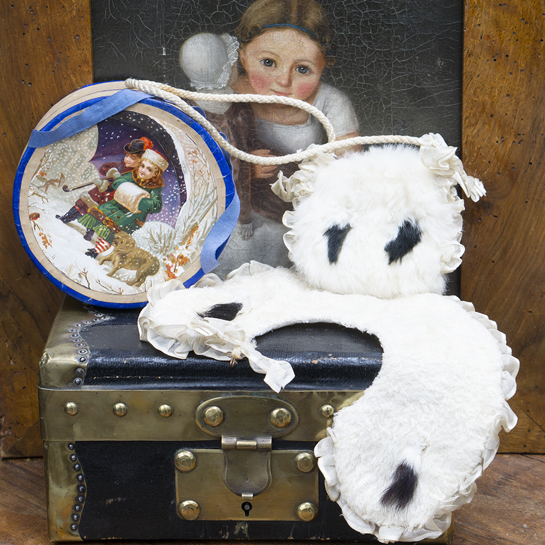 Antique doll muff and collar