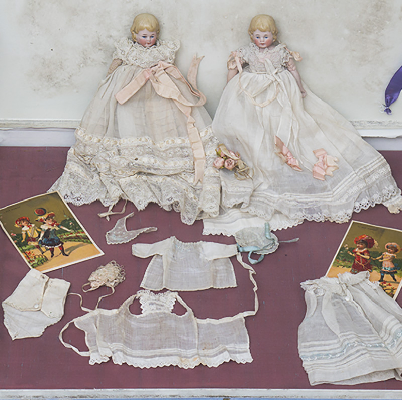 Wonderful set with two dolls