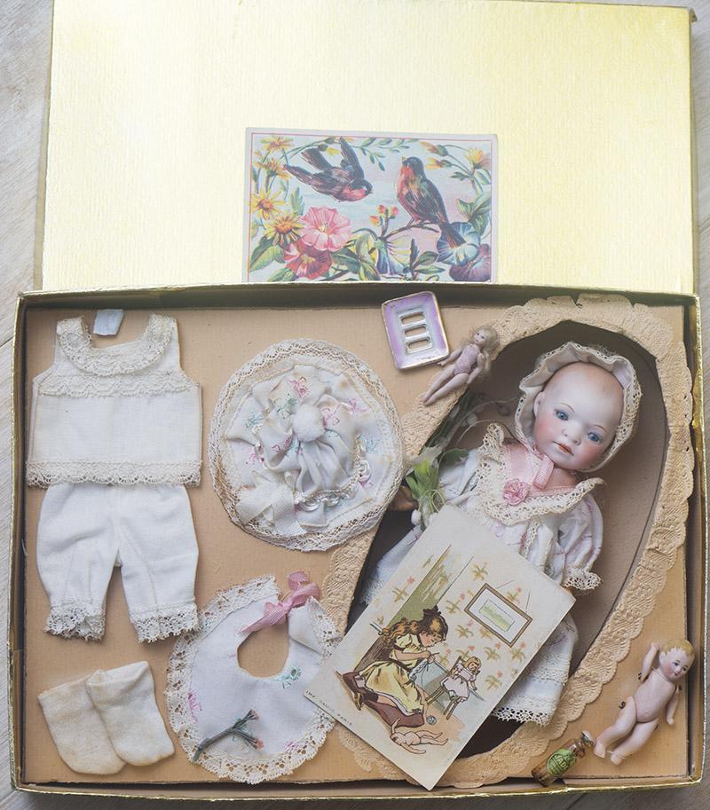Кукла Heubach Koppelsdorf в презентационной родной коробке с аксессуарами