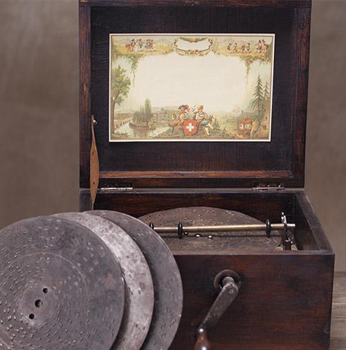 Музыкальная шкатулка с пластинками