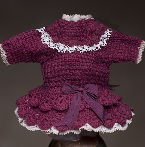 Small crocheted dress for mignonette