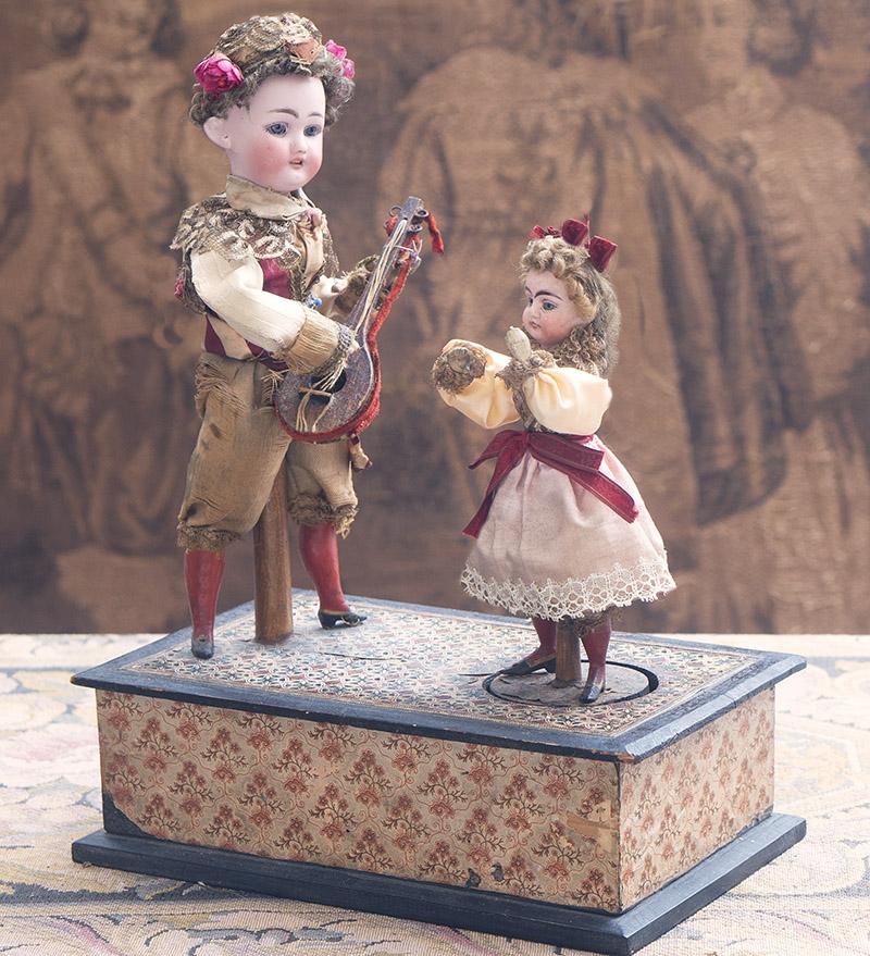 38cм Музыкальный автомат с двумя куклами фирмы Zinner and Sohne