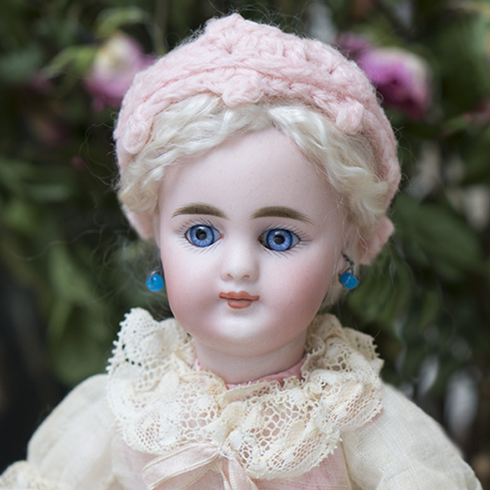 Small Doll 949 by Simon&Halbig