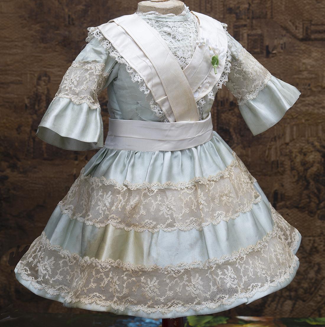Оригинальное платье для куклы