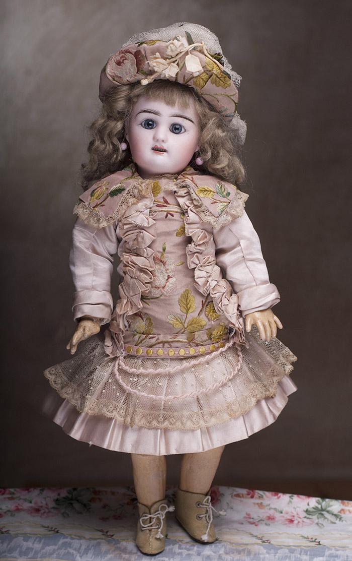 Очаровательная куколка кабинетного размера  французской фирмы Rabery & Delphieu в отличном состоянии, 1890-е годы.