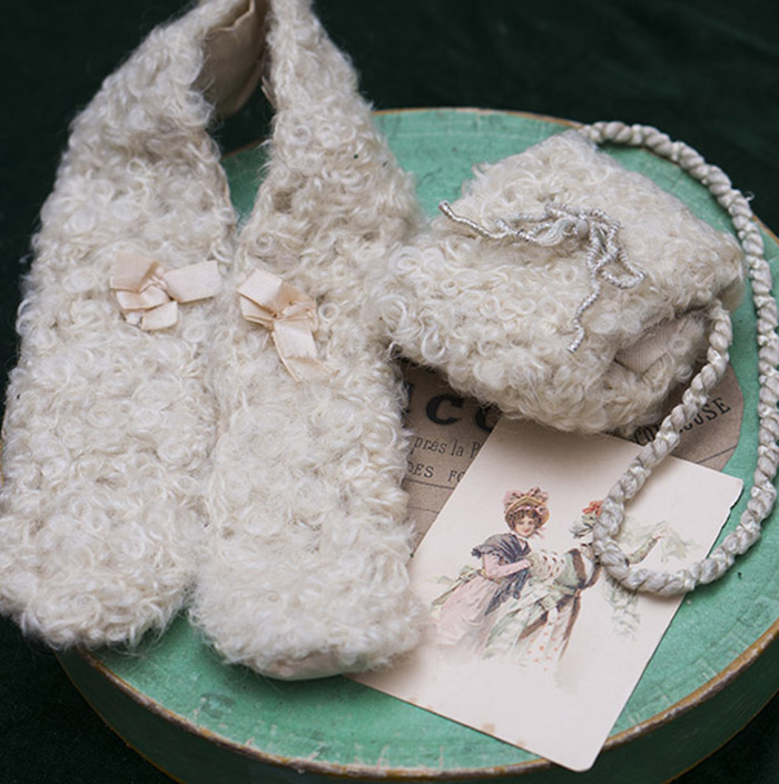 Antique doll Muff and collar in original box