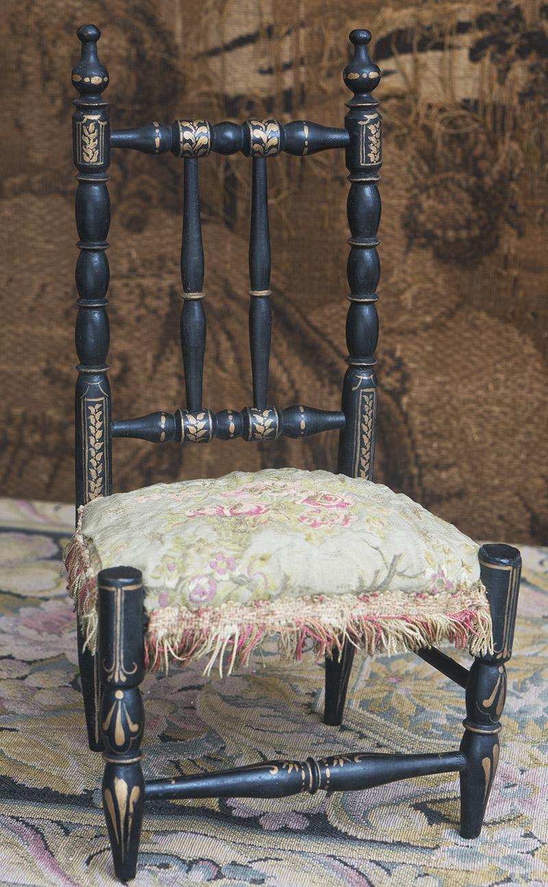 Старинный кукольный стул